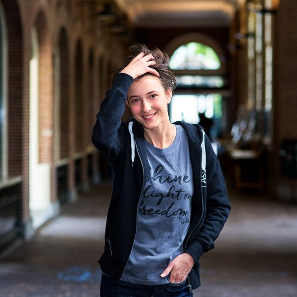 Dames T-shirt Shine a light on Freedom - grijs